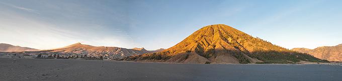 Bromo dan batok dalam panorama