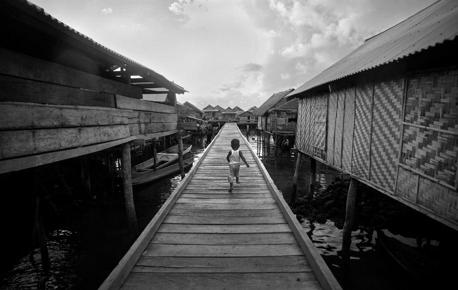 Leading lines -- Kampung bajo di Wakatobi