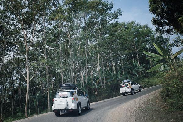 Jalan menuju Desa Sawarna