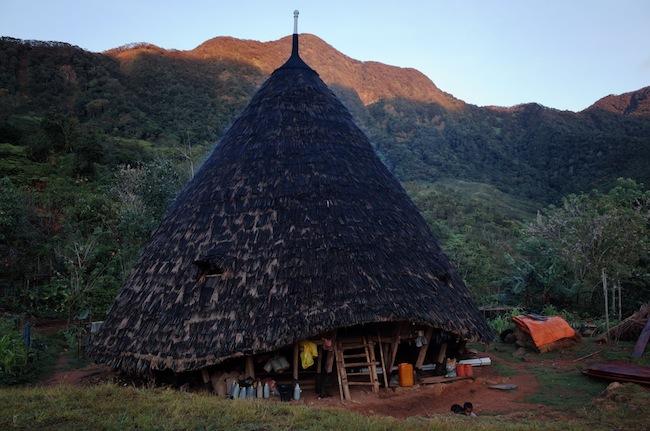 satu rumah ini bisa diisi 7 hingga 10 keluarga