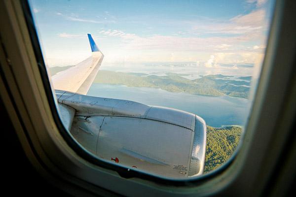 Untuk menuju Raja Ampat, ambil pesawat menuju Sorong. Ini adalah view sesaat sebelum mendarat di kota Sorong.