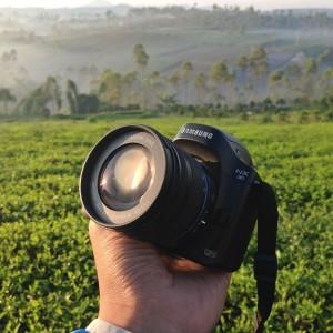 Kedinginan sehinga berembun dari dalam lensa.