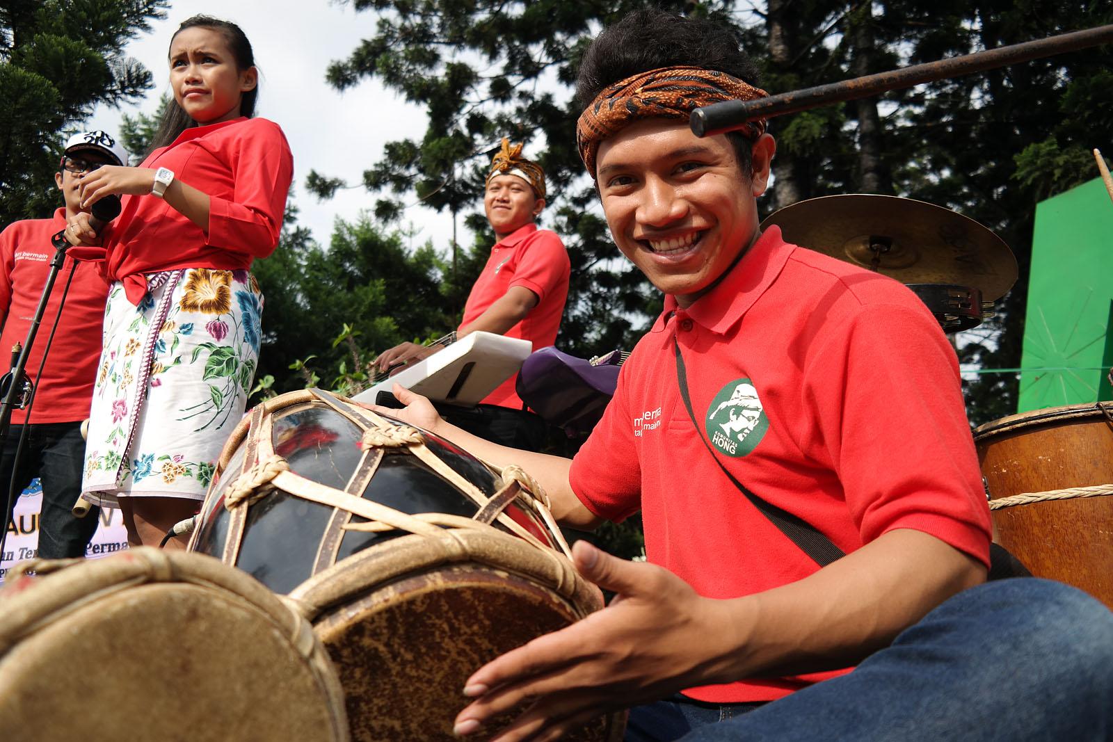 """Rampak Gendang"" -- salah satu kesenian musik dari Jawa Barat | 18mm, 1/640, f/4, iso 100."