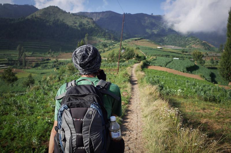 Gunung prau tidak terlalu tinggi, karena dieng sudah sekitar 2000 meter, kita hanya naik sekitar 500-600 meter.