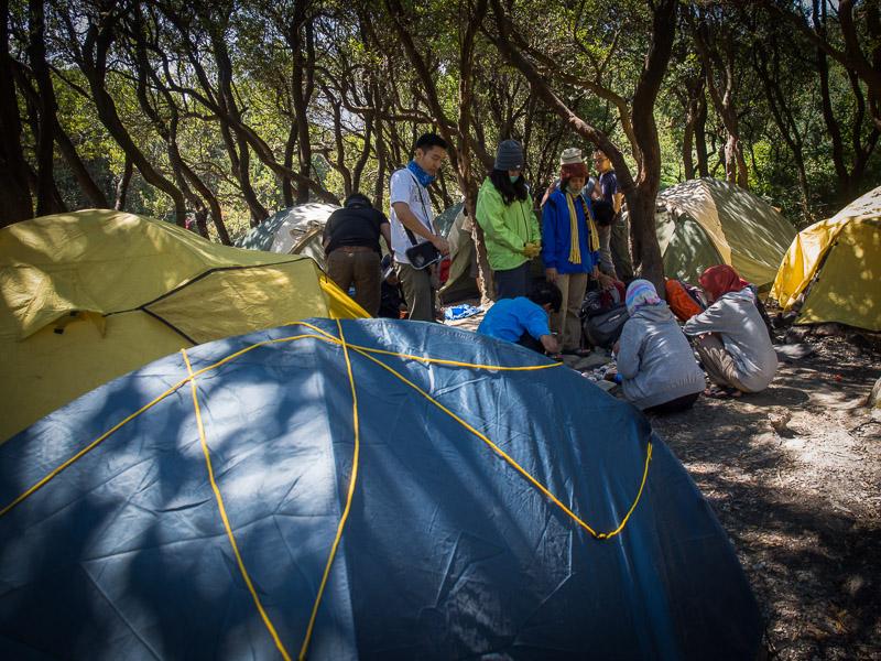 Camp saya di pondok saladah. Disini angin kencang, jadi lebih baik dirikan tenda di pepohonan.