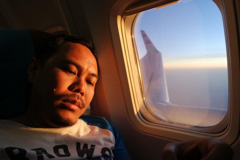 Blogger lebay, mas cumi yang menghalangi pemandangan sunrise.