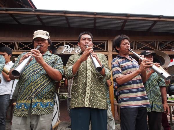 Alat musik bambu manado, yang tak lagi memakai bambu.