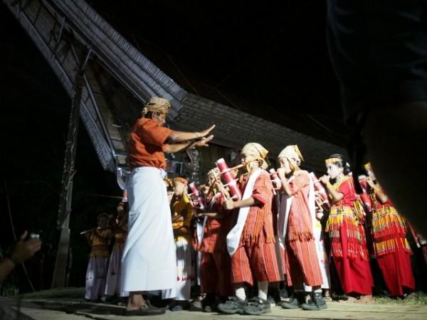 Musik bambu toraja