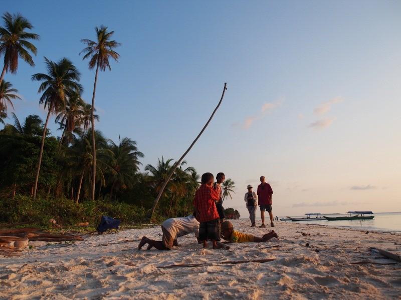 Senja di suatu pantai di Pulau Tomia, Wakatobi.