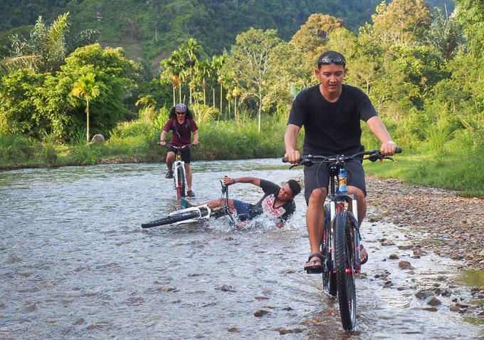 bersepeda lembah harau