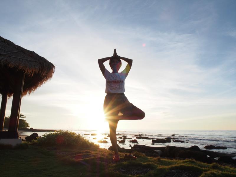 Yoga dan Sunset Tanjung Lesung