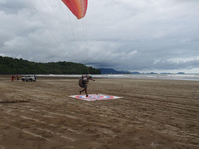 Dan mendarat di pantai Air Manis, tempat si malin kundang!