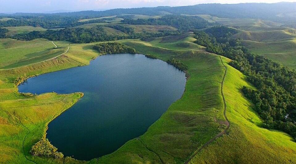 Foto Danau Emfotte dari atas pakai drone. Yang ini foto om Barry kusuma.
