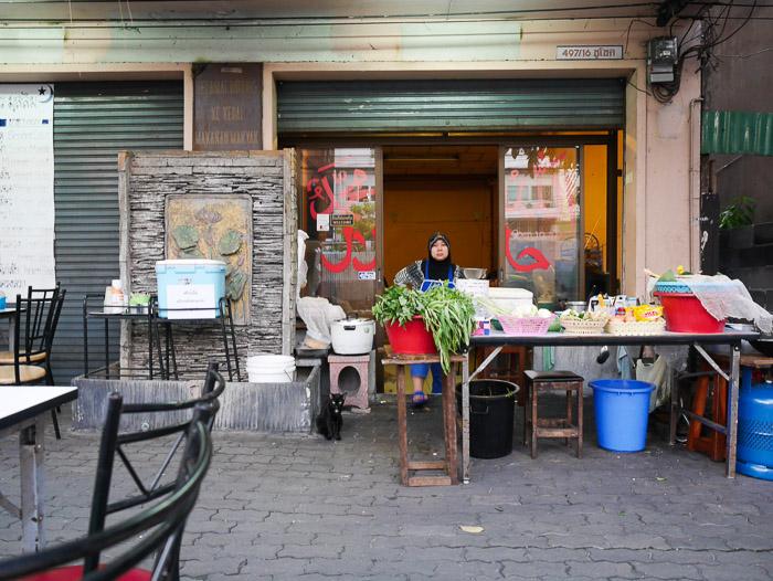 Sepanjang jalan rachatevi ada juga tempat makan halal lain
