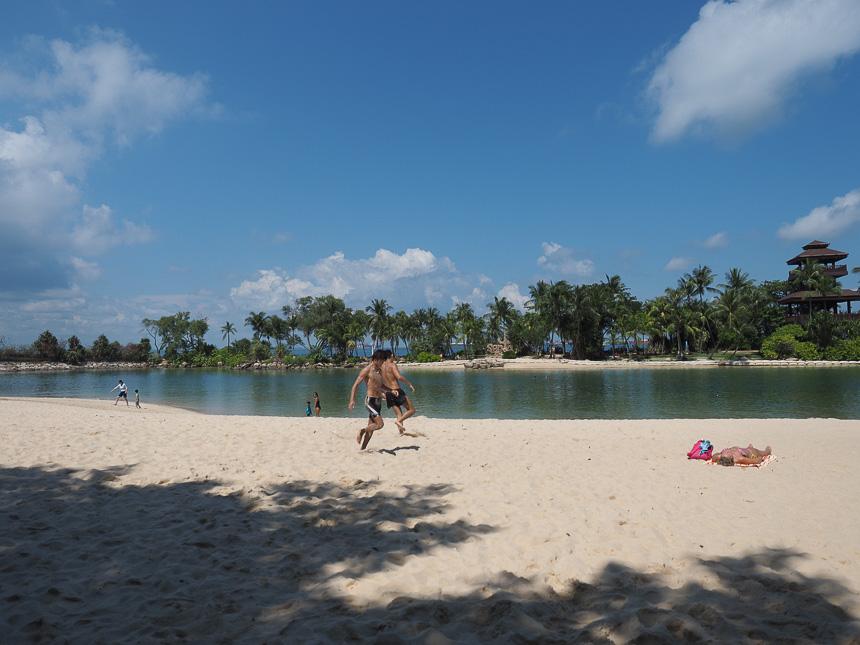 pantai di singapura