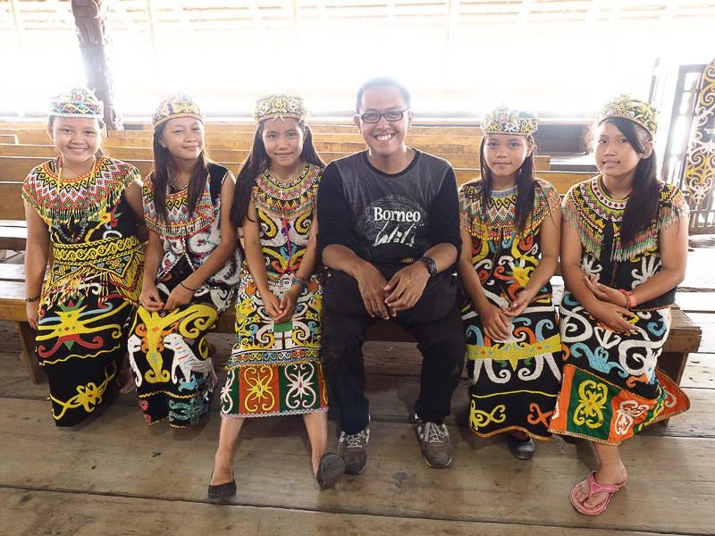 Menerobos Kabut Asap Kalimantan — Terios 7 Wonders Bertemu Orang Utan Liar di Taman Nasional Sebangau — Terios 7 Wonders Monitor, Mari Makan Lontong Orari, Ganti! — Terios 7 Wonders 8 Blogger Kece yang Ikut Berpetualang Bersama di Borneo Wild Adventure – Terios 7 Wonders Bertemu Bekantan di Pulau Kaget, Monyet Ganteng Tapi Pemalu — Terios 7 Wonders 14 Tips Untuk Konvoi Perjalanan Darat Jarak Jauh dengan Mobil — Terios 7 Wonders